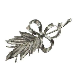 Vintage 60s Coro leaf 🌿 bouquet brooch in EUC